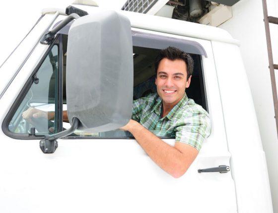 Há cursos online para caminhoneiros se aperfeiçoarem