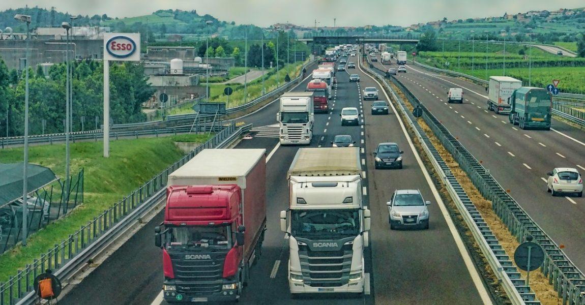 O ponto de parada e descanso para caminhoneiros é regulamentado no Brasil