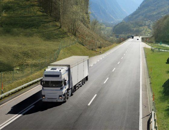 Mostrar a situação dos caminhoneiros durante a pandemia do coronavírus