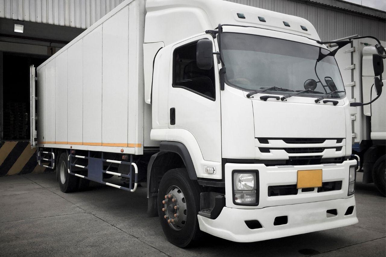 Como segurar frotas de caminhões de transportadoras